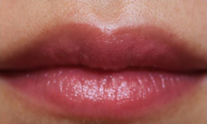 Blogger wearing Burt's Bees Lip Shimmer in Rhubarb