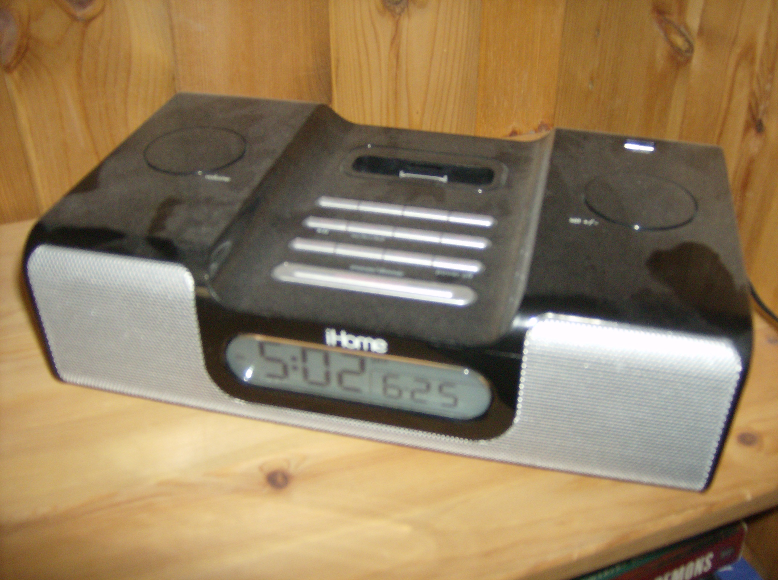 iHome iH6 iPod Dock and Speaker System with Alarm Clock