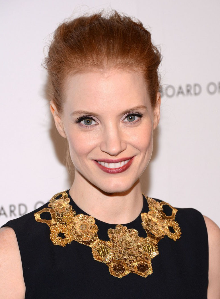 Jessica Chastain wears Laura Mercier Secret Concealer